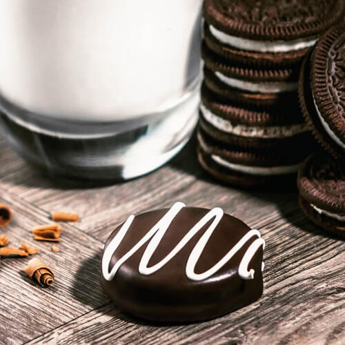 Chocolate-Oreo-Scene-Shot